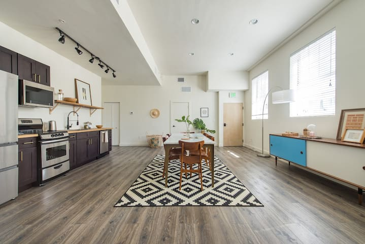 🧜♀️Toes in the Sand 🧜♀️  Huge 3bed 4 blocks from beach