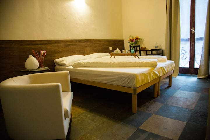 Bed & Breakfast  Le Due G  Stanza Girasole - Varese - Bed & Breakfast