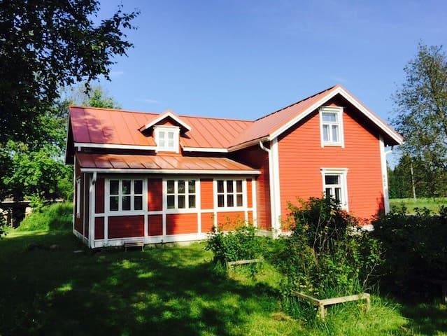 A log house 142 m2 near nature - Lumijoki