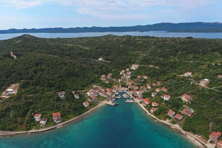 Knež Mali Iž - explore unique island