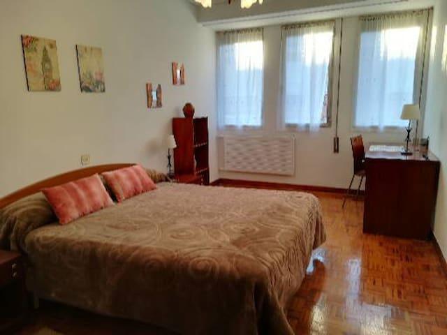 habitación centrica amplia y muy luminosa,soleada2
