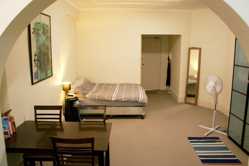 spacious convenient studio with double wohnungen zur miete in sydney new south wales australien. Black Bedroom Furniture Sets. Home Design Ideas