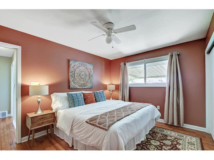 PERFECT Home SPACIOUS - Great for LARGE GROUPS!