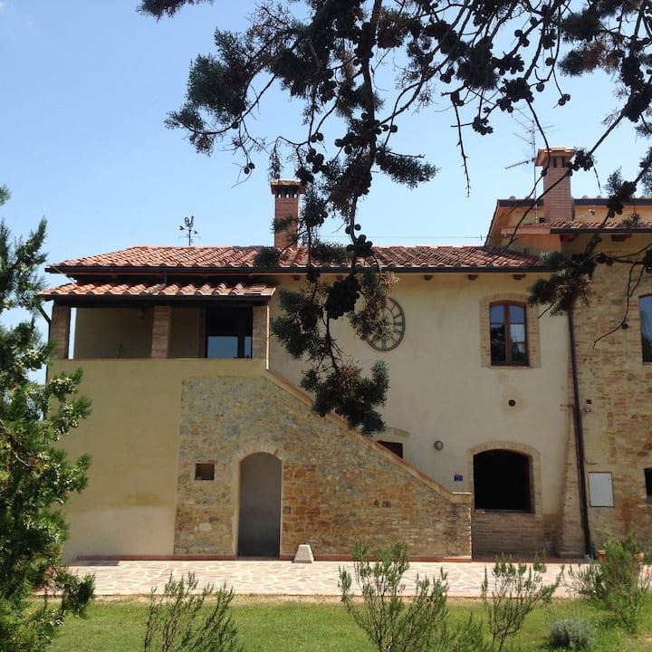 """Casale Sotto Le Torri-Casa Vacanze """"La Buvette"""""""