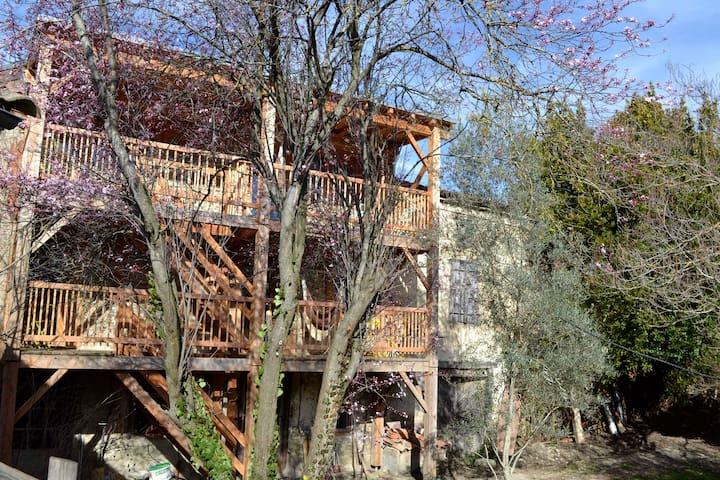 """eco gite """"les balcons d'Ana, chambre jaune - Festes-et-Saint-André - Nature lodge"""