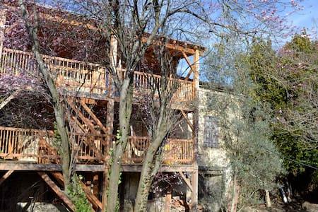 """eco gite """"les balcons d'Ana, chambre jaune - Festes-et-Saint-André - Οικολογικό κατάλυμα"""