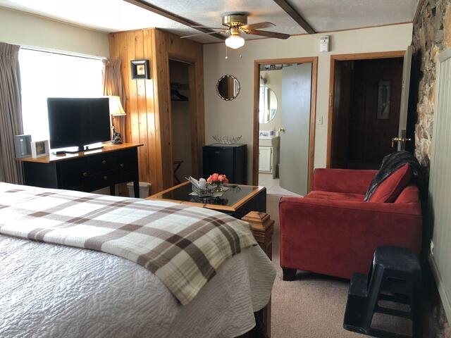 NEW!! King Suite #3 in Historic Grand Lake Inn