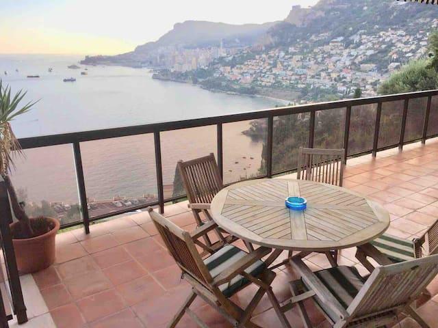 Vue incroyable sur Monaco. Terrace