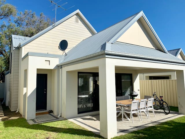 Tranquil Townhouse Busselton with WIFI