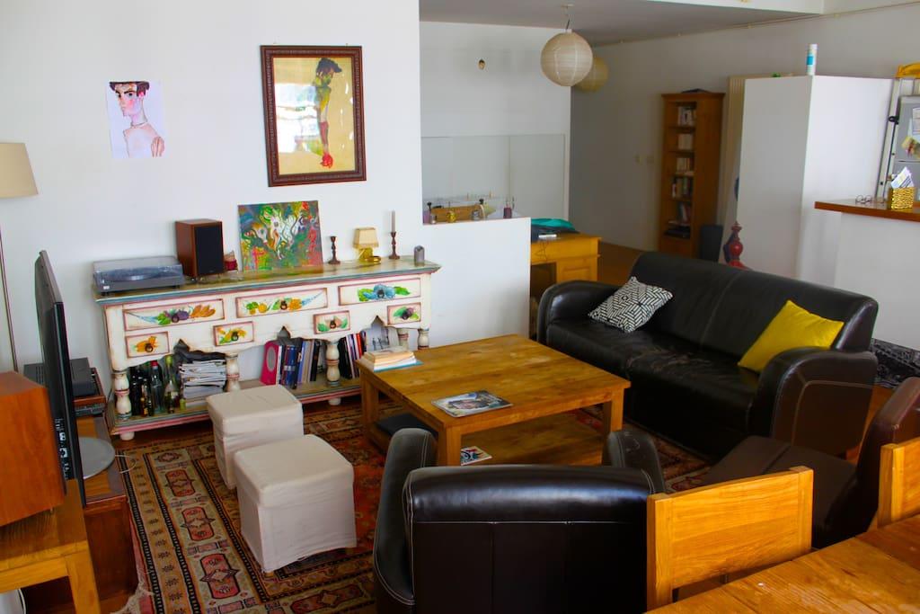 Le salon où vous pourrez vous détendre et profiter d'un verre !