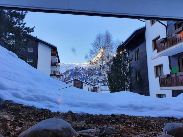 !!!GOOD PRICE, CLOSE TO SKI LIFT AND DOWN TOWN!!!