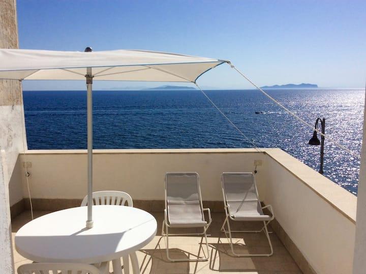 Una terrazza esclusiva con splendida vista mare