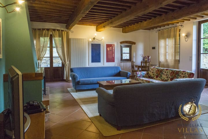 Villa Frantoio, immersed in Tuscan countryside