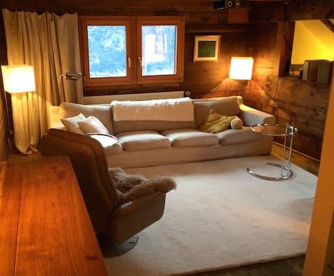 Maison chaleureuse dans les Alpes suisses