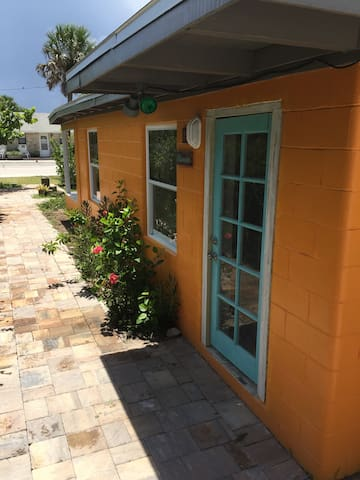 Oleander Cottage - Downtown/Beach!