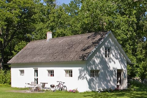 "Nature forward Gotlandic farmhouse  ""Grishuset"""