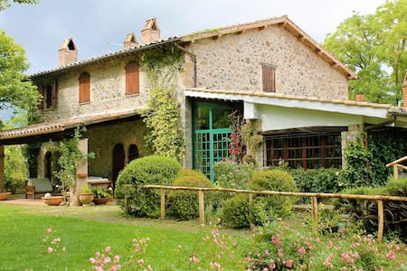 Great Villa with swimming pool surrounded by green - Orvieto
