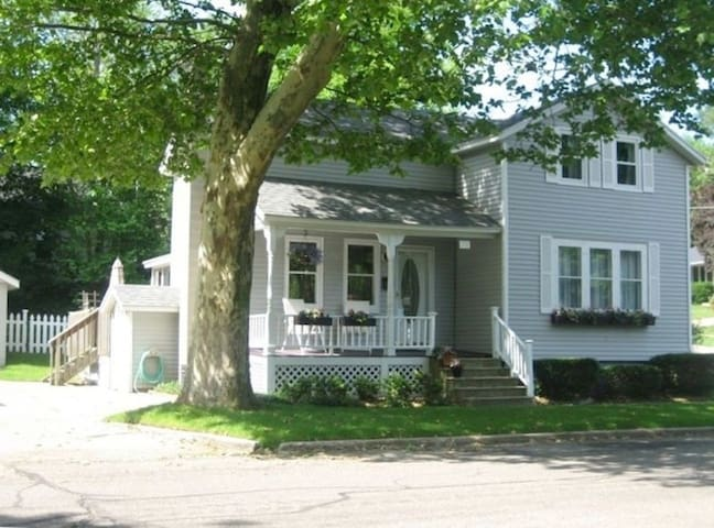 3 BR.Great location, near downtown and waterfront. - Grand Haven