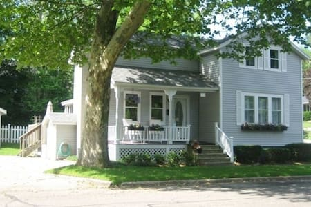3 BR.Great location, near downtown and waterfront. - Grand Haven - House