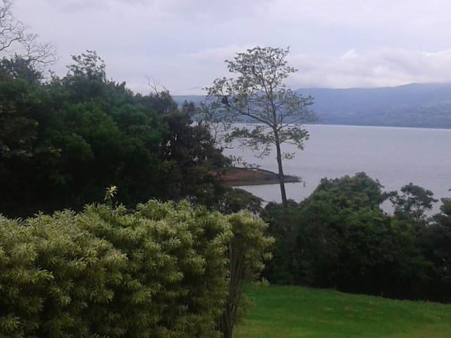 Lakefront Studio w Lake Views - Tilaran
