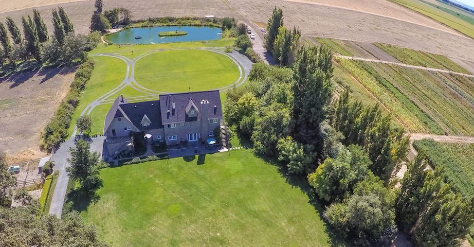 100 acre Estate on SF Bay Delta working farm - Walnut Grove - Huis