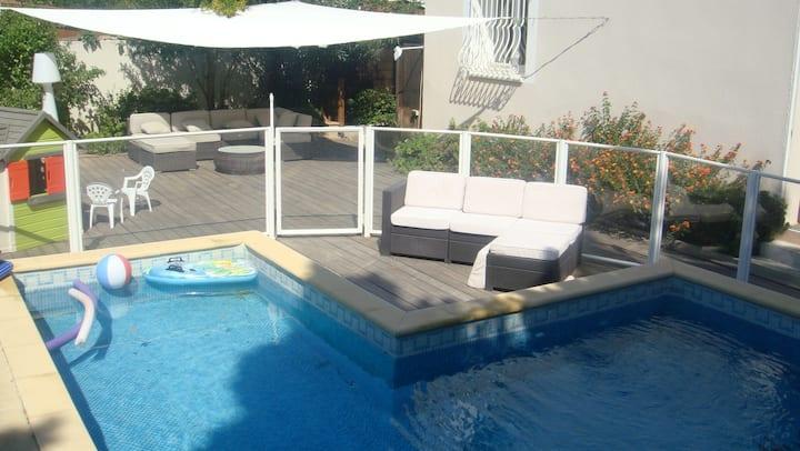 Chambre studio dans villa avec piscine sécurisée