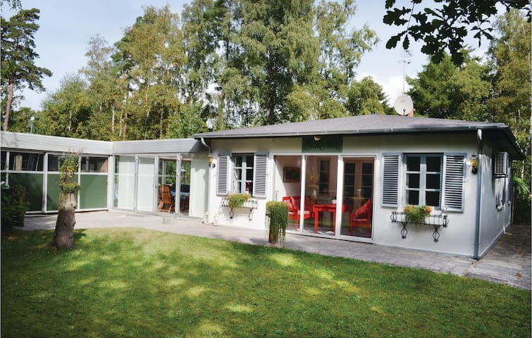 Holiday cottage with 5 bedrooms on 90m² in Væggerløse