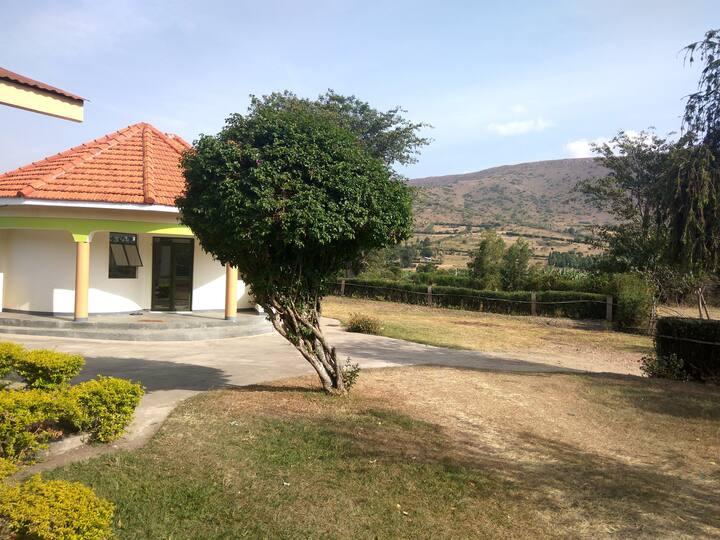 Homely Village Cottage - Rwentobo, Rubare Sub-Cnty
