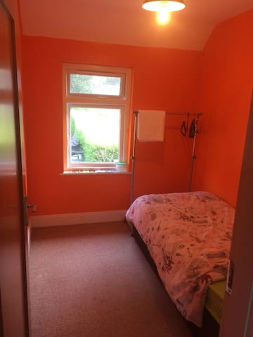 Single bed - NOT in city centre - read description - Cork