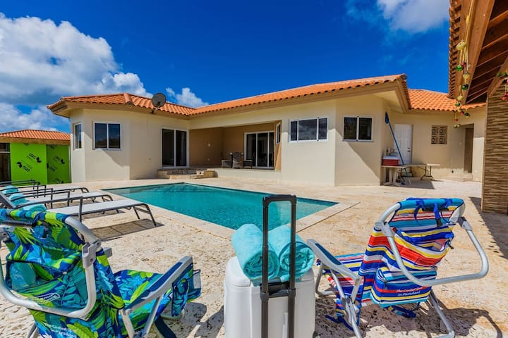Boroncana 3BR 2BA House w/ Private Pool