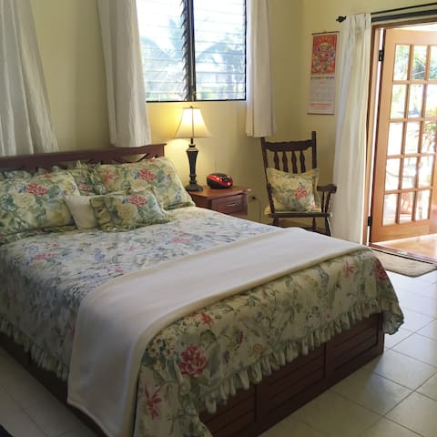 QUEEN BED AND SITTING AREA