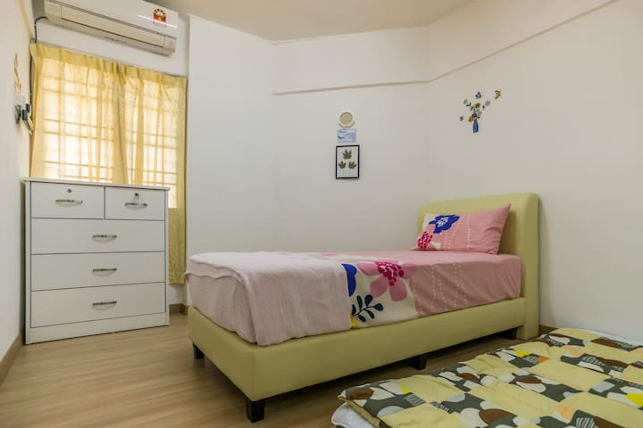 Newly Renovated Home | 4 mins to USM Penang - Gelugor - Apartment