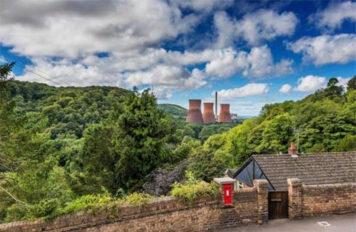 Private Ensuite in Picturesque Ironbridge Cottage