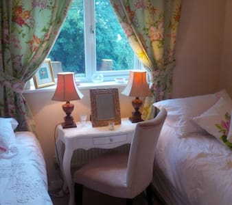 Lovely rooms - walking distance from City centre - Chester - Hus