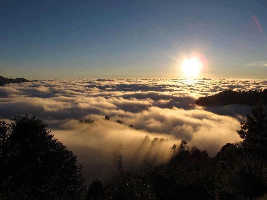 Atardecer con nubes en San José del Pacífico