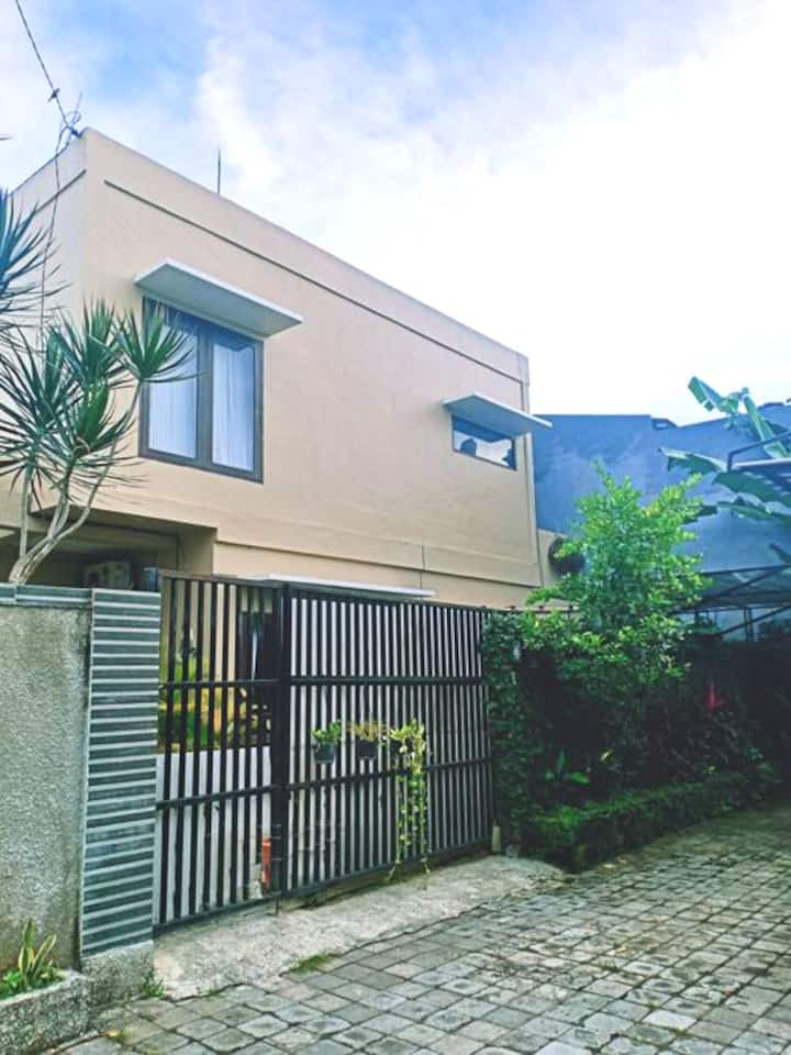 Simple and clean house near Melasti Beach