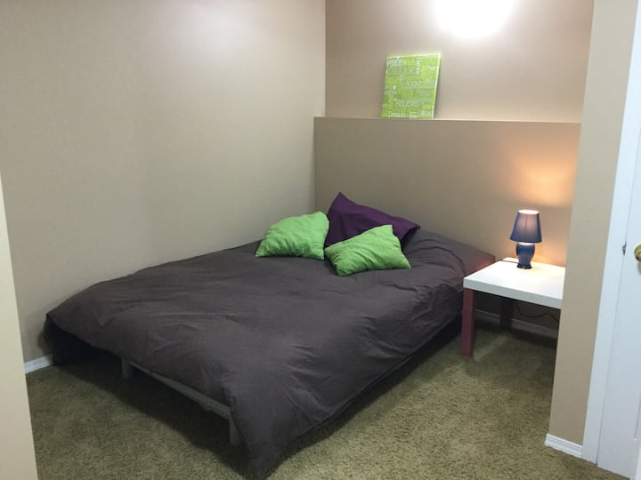 Cozy and private room minutes from UofL