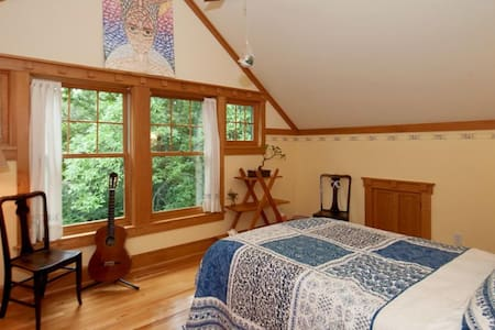 Hidden Oaks: South-facing Bedroom w/ Shared Bath - Plymouth