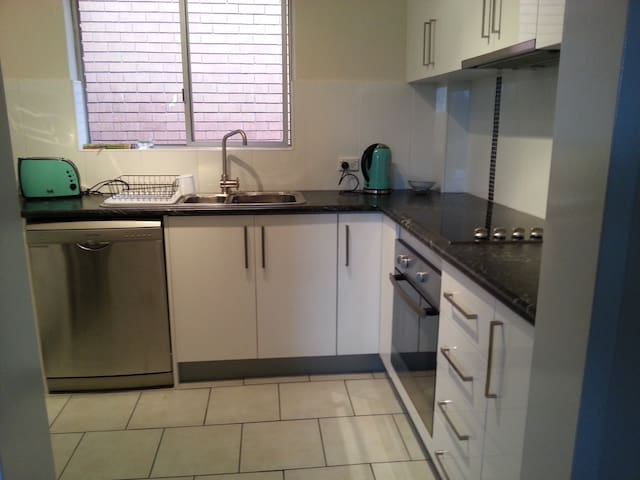 Ideal for UNI next 2 free bus stop - Fairy Meadow - Apartment