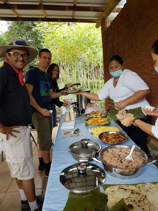Desayuno típico costarricense