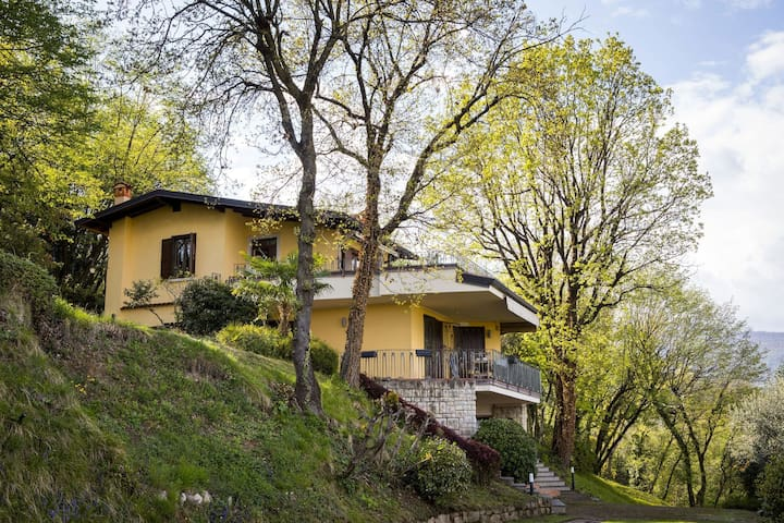 Upscale Villa in Salò Lombardy with swimming pool