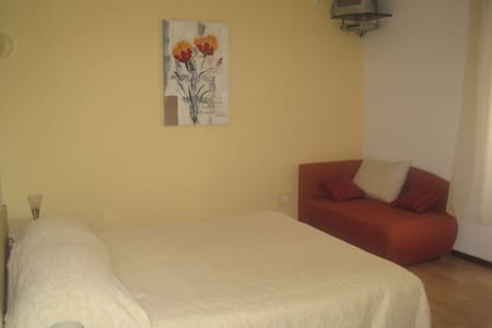 Room 1.2 km from beach - Brseč