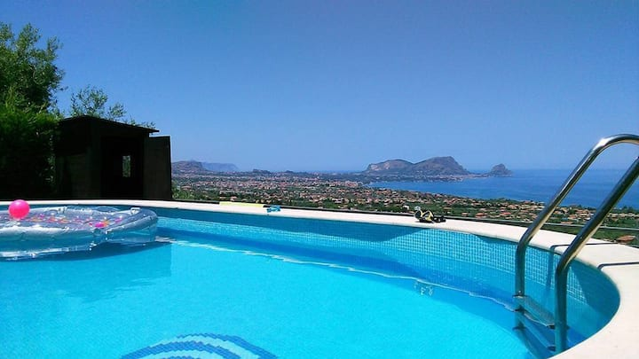 Detached Villa in a natural reserve with pool