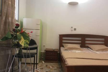 Belle chambre meublée grâce-Joie à  Logpom- Douala