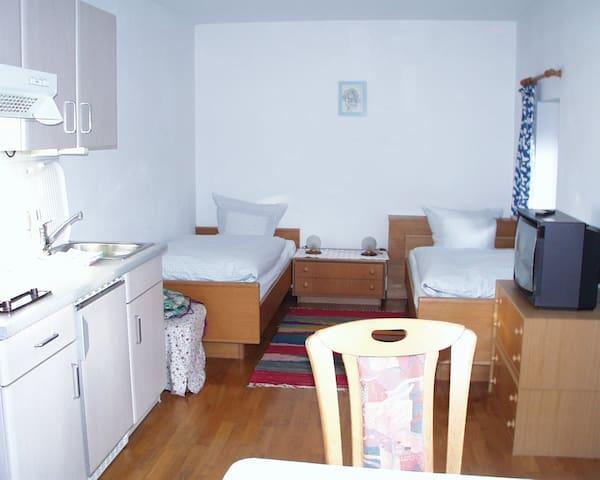 Baumanns Ferienhof am See, (Wasserburg (Bodensee)), Doppelzimmer ohne Balkon mit Dusche und WC