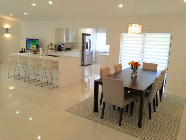 Beautiful Private Room in Quiet Central Boca House - Boca Raton - Casa