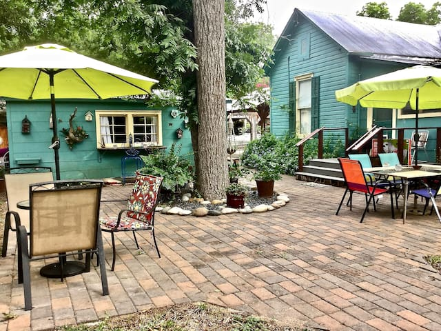 Come & Go Bungalow! 4 blocks to river & downtown!