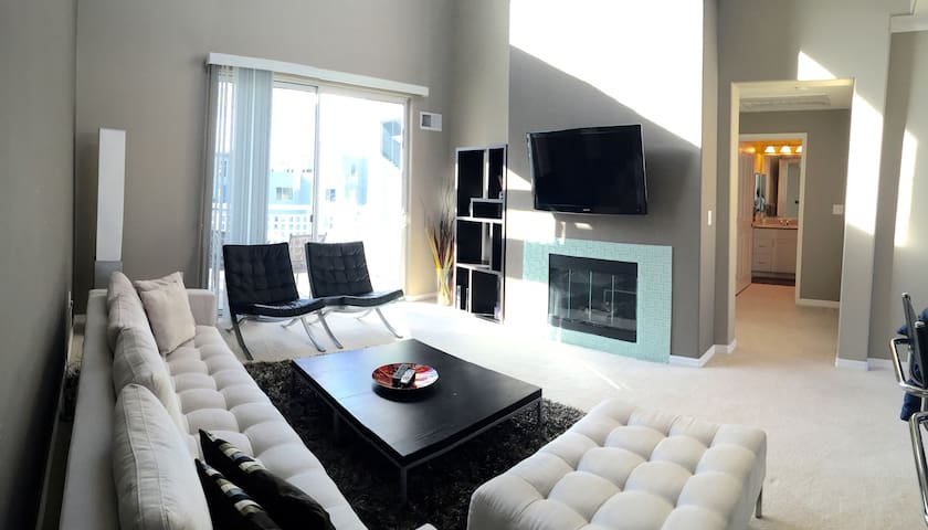 tons of natural light, wall mounted samsung tv, fireplace.
