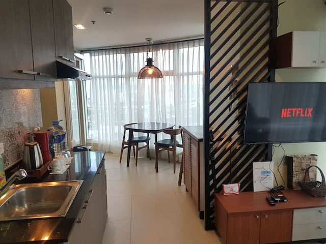 Stylish 1BR. Heart of Ortigas w/ Wifi, Gym & Pool.