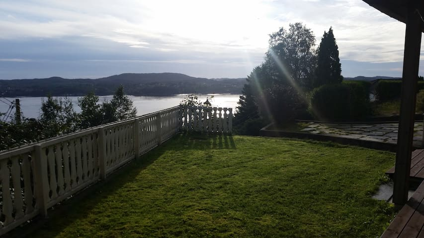 House with garden and beautiful sea view in Bergen